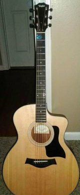 Taylor 114ce acoustic electric with complete set up in Fort Campbell, Kentucky