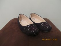 Girls Airwalk Black Casual Flats Size 3.5 with Iridescent Rhinestone Detailing in Naperville, Illinois