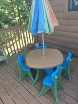 Kids patio set table and chairs in Fort Leonard Wood, Missouri