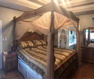 Canopy Bed. King in Pleasant View, Tennessee