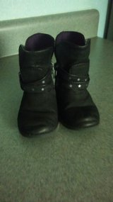 size 6 Okie Dokie boots in Fort Leonard Wood, Missouri