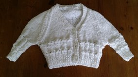 Hand made adorable newborn sweater. New. in Wiesbaden, GE