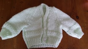 Baby green handmade newborn sweater. in Wiesbaden, GE