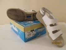 Cobbie Cuddler 9W white leather sandals in Kankakee, Illinois