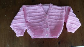 6 to 12 months handmade baby sweater in Wiesbaden, GE