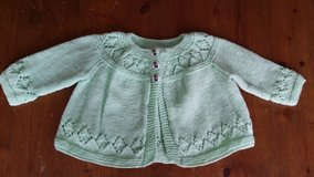 Toddler light green sweater. New . Handmade. in Wiesbaden, GE