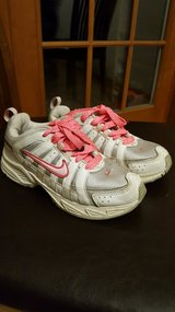 Girl Nike Shoes size 1 in Naperville, Illinois