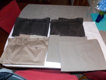 Mens Dress Pants 5 Pair in Fort Campbell, Kentucky