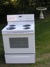 Stove-Electric-Nice Regular Range in a white color in Byron, Georgia