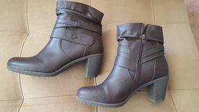 Woman's Brown Boots in Naperville, Illinois