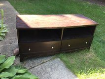 Tv stand in Great Lakes, Illinois