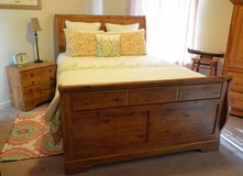 Bedroom Set - like new! in Kirtland AFB, New Mexico