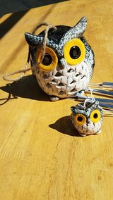 owl solar windchime light changes color in Barstow, California