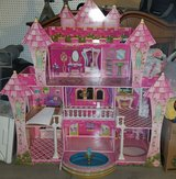 4 story dollhouse in Barstow, California
