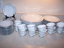 NORITAKE china SAVANNAH 2031 pattern 60 piece SET SERVICE for 12 TWELVE in Brookfield, Wisconsin