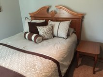 Queen 5 Piece Bedroom Set in Aurora, Illinois