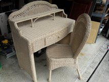 Desk wicker / rattan in Orland Park, Illinois