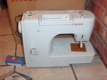 Brand new Singer sewing machine with attachments and instructions in Alamogordo, New Mexico