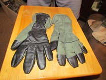 cold flyer gloves size 9 in Fort Campbell, Kentucky
