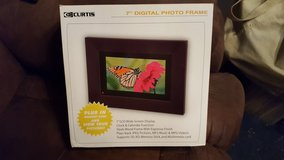 "7"" Curtis digital picture frame in Shorewood, Illinois"