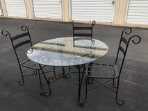 Dining table and chairs in Alamogordo, New Mexico