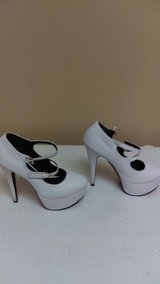 Women Platform White Mary Jane Heels sze 8 in Beaufort, South Carolina
