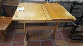 VINTAGE  table with leaf in Alamogordo, New Mexico
