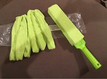 Blind cleaning duster in Fort Leonard Wood, Missouri