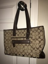 Coach Classic Print Handbag... Beautiful Condition in Chicago, Illinois