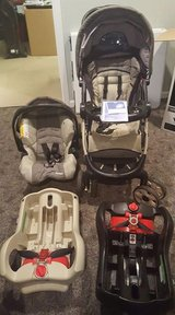 Graco Snugride 35 Travel System in Morris, Illinois