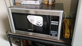 Emerson MW8119SB Microwave in Fort Campbell, Kentucky
