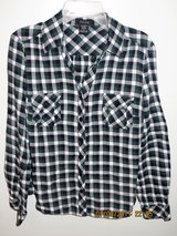 Junior's Green, Navy, & White Plaid Light Flannel Shirt - Size Medium in Naperville, Illinois