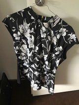 Black and White Blouse in Wiesbaden, GE