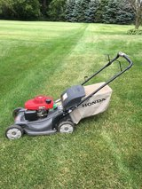 Honda HRX217 MOWER SELF PROPEL, MANUAL, BAG,GREEN KNOB FOR MULCH& BAG OPTIONS HONDA'S TOP OF THE... in Sandwich, Illinois