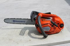Husqvarna T435 top handle chainsaw in Macon, Georgia