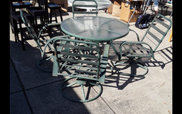 Round Glass Patio Table & 4 Chairs in Vacaville, California