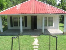 one bedroom single house/ nice front porch / concrete drive in Fort Campbell, Kentucky