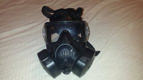 Pre-owned medium Avon m50/fm50 respirator gas mask With carry case and 2 filters in Fort Carson, Colorado