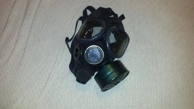 Pre-owned 3m medium m40 respirator gas mask With green hood black rubber cover and filter in Huntington Beach, California