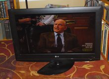 "32"" LG Color flat screen television w/power cord in Camp Lejeune, North Carolina"
