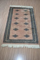 High quality Hand-knotted Oriental Pakistan Wool carpet with fringes  81 cm x 123 cm in Wiesbaden, GE