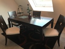 Dining Room Table w/ 4 chairs in Stuttgart, GE