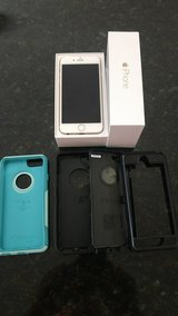 iPhone 6 GOLD 64gb for Verizon with 2 OTTER BOXes in Camp Lejeune, North Carolina