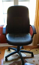 Black Leather Padded Rolling Desk Chair in Bartlett, Illinois