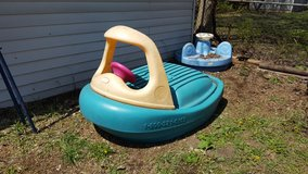little tikes boat pool / sandbox in Yorkville, Illinois