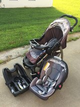 Graco SnugRide 35 Infant Car Seat with base and Stroller (Click Connect Travel System) in Fort Campbell, Kentucky