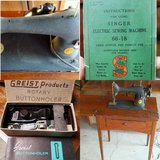 Antique Singer Sewing Machine w/table in Travis AFB, California
