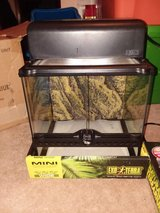 exo terra natural terrarium reptile habitat mini wide with light 12x12x12 in Aurora, Illinois