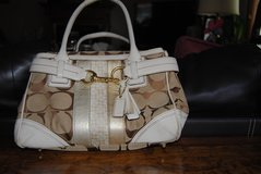 Coach Signature Hampton Satchel Purse in Orland Park, Illinois
