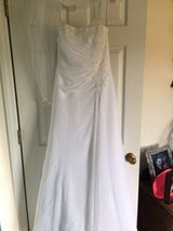Beautiful wedding dress in Camp Lejeune, North Carolina